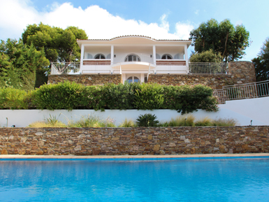 New villa right on the Sea   St Tropez area