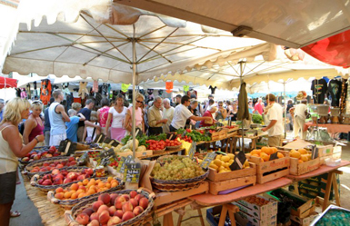 Provencal market Place des Lices Saint-Tropez Every tuesday & saturday mornings from 7am to 1pm